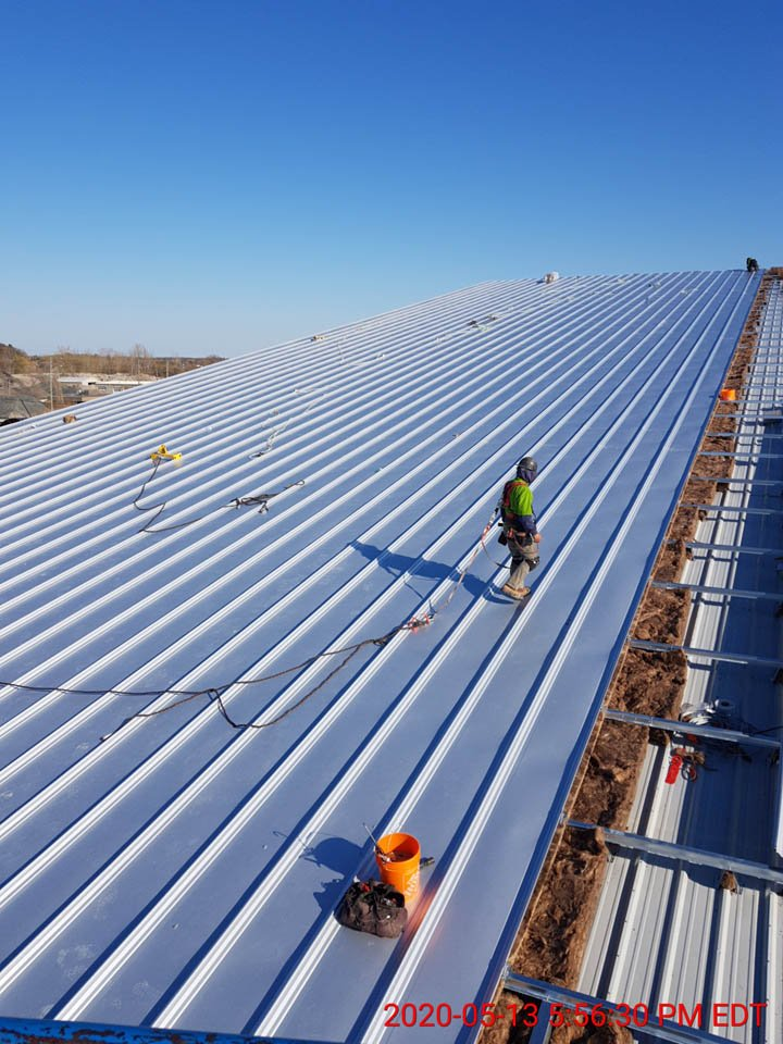 Commercial Building Erection Project - BB GUNN offers pre-engineered metal building erecting, installation of wall cladding systems, steel roofs and insulated metal panel, structural steel, welding, and steel decking.